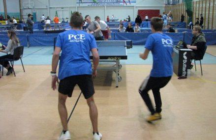 Wygrane i awanse uczniów PCE do zawodów rejonowych w tenisie stołowym.